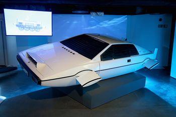 """Bond-Ausstellung in London: Lotus Espri S1 Wet Nellie aus """"Der Spion, der mich liebte"""" (1977). Foto: Auto-Medienportal.Net/London Film Museum"""