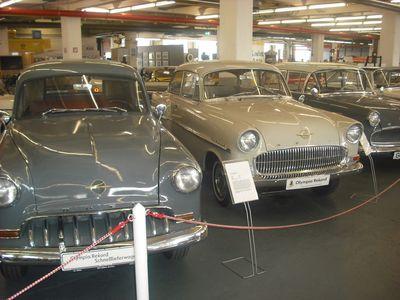 Ponton-Parade: Rekord Modell ´53 (l.) und Modell ´57 (M.) rechts ein Rekord P I